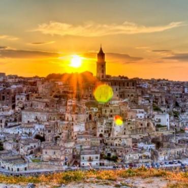 Matera è considerata una delle città più antiche al mondo, ove è possibile ricostruire la vita stessa dell'uomo, dal paleolitico ai nostri giorni senza discontinuità temporali.
