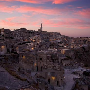 """Nel 1993 i Sassi di Matera sono stati riconosciuti dall' UNESCO """"Patrimonio mondiale dell'Umanità""""."""