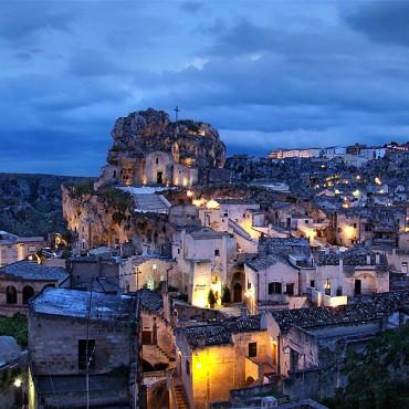Il sovrapporsi di diverse fasi di trasformazioni urbane, ha creato nel corso dei secoli uno scenario urbano di incomparabile bellezza e qualità.