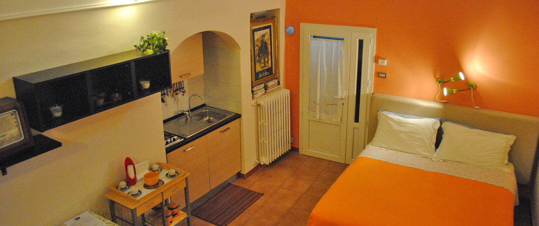 La Camera Ambra dai suoi colori vivaci è super accessoriata, per trascorrere la propria vacanza nei Sassi di Matera. Accoglienza e ospitalità non mancheranno!