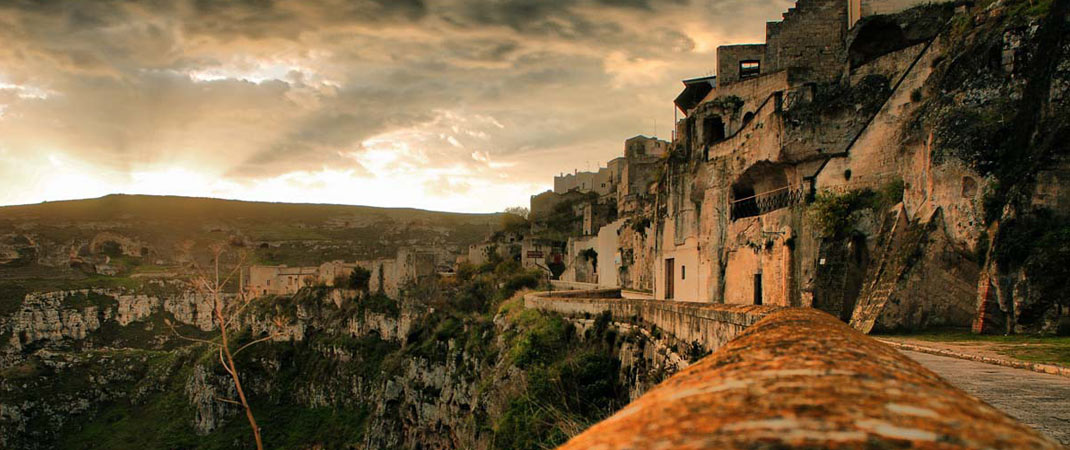 """I Sassi di Matera sono stati riconosciuti dall' UNESCO """"Patrimonio mondiale dell'Umanità""""."""